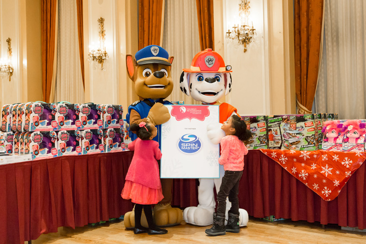 Paw-Patrol-in-Gifting-Room_holiday-season-2016-1608