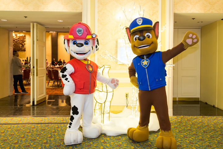 Paw-Patrol-outside-Canadian-Room_holiday-season-2016-1623